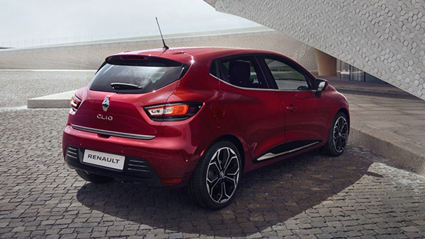 the 2017 renault clio is seductively sexy. Black Bedroom Furniture Sets. Home Design Ideas
